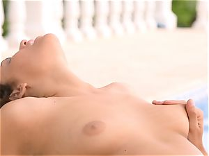 Mia Malkova gets her labia shafted by the pool