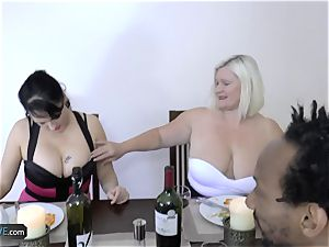 AGEDLOVE grandmother chubby Lacey Starr faced her buddies