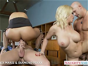 Blondes Phoenix Marie and Diamond Foxxx bang in 4 way