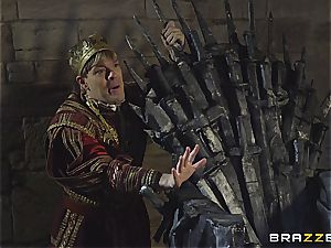 Daenerys Targaryen gets plowed by Jon Snow on the iron Throne